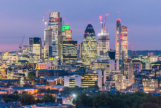 London's Skyline comes in All Shapes & Lights ✨ ✨🌃