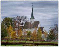 Nannestad kirke - Oktober 2017 #1 (Krogen) Tags: norge norway norwegen akershus romerike nannestad kirke church høst autumn krogen olympuse400 imagecompositeeditor