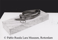 "stuk marmer met leren riem (Pablo Rueda Lara 1945-1993) Tags: realistisch realistic realistichkeramiek realisticceramic""ceramicmarble""""keramiekenmarmer""""ceramicmarmol""museum voor keramiek pablo rueda larapablo laramuseum lara marmer ceramic marble ceramico marmol museumvoorkeramiekpabloruedalara pabloruedalara museumpabloruedalara realisticceramicrealismoceramico keramiekenmarmer ceramicmarble de ceramica´"