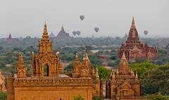 Temples and balloons (Jhaví) Tags: bagan burma myanmar temples balloons amanecer sunrise arquitectura travel viajar