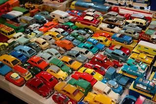 Bourse aux jouets anciens Voitures Miniatures