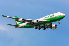 Eva Air | B-16410 (TommyYeung) Tags: evaair eva br b16410 長榮航空 長榮 evaaircorporation evergreen boeing boeing747 boeingcommercialairplanes boeing747400 b744 b747 boeing74745e queenoftheskies jumbo tpe taiwan taipei taoyuan taoyuanairport taoyuaninternationalairport summer bluesky blue classic flymachine fly airlines airliner widebodyjetairliner widebodyjet widebody aviation aircraft aeroplane airplane plane planespotting planephoto landing 4engines mighty stunning canon canonphotography eos 5d3 canoneos5d3 5dmark3 5dmarkiii transport transportphotography spotting spotter photography photo staralliance evergreengroup generalelectric generalelectriccf6