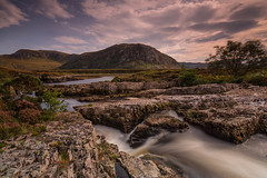 Abhainn Strath Beag .. (Gordie Broon.) Tags: abhainnstrathbeag northsutherlandshire landscape scottishhighlands polla paysage heuvels gordiebroonphotography sky clouds geotagged scotland schottland ecosse paisage escocia durness river freshwater caledonia scenery 2017 longexposure hills rocks szcozia rio flod fluss landschaft colinas hugeln collines 1635 f4 lens canon 5dmkiii tree heather estuary september le creagnafaoilinn creagcoireaneich
