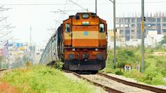 "King ""KK"" - Karnataka Express raises over the gradient (sriguru05) Tags: railfanning raildrishti indianrailways locomotive trainspotting railroad train engine track panasonic lumix fz300 4k diesel pune alco twins wdm3d chugging karnataka express ndls sbc kk"