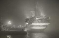 Il sogno è vedere le forme invisibili della distanza imprecisa. (Pessoa) (Ro_.) Tags: vespucci nebbia fog venezia bn comeinsogno notturno night likeadream 18mm