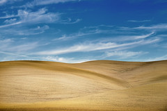 Dune toscane (Massimo Feliziani) Tags: crete senesi toscana tuscany landscape paesaggio minimalism minimalismo dune campo field simple simplicity sky blue blu cielo nuvole clouds cloud elements italy italian land view scenery sunrise