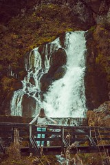 339/365 waterfall (yanakv) Tags: yo yanitophotography me 50mmf18stm 50mm 365days 365dias eos1200d 365 eos elmundo cascada waterfall canon canoneos1200d chica girl enelbosque airelibre autumn