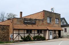 King Pin Lanes - Fox River Grove, Illinois (Cragin Spring) Tags: illinois il midwest unitedstates usa unitedstatesofamerica building bowling bowlingalley mchenrycounty foxrivergrove foxrivergroveil foxrivergroveillinois oldstyle kingpinlanes