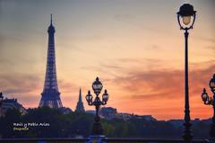 (721/17) Atardecer en Paris (Pablo Arias) Tags: pabloarias photoshop photomatix capturenxd cielo puestadesol parque árbol torre anochecer ocaso paris eiffel