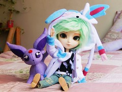 Bday boy ♥ (Pliash) Tags: doll isul cute kawaii sylveon pokemon espeon felt plushie handmade plush kigurumi missstarryhat miss starry hat starryhat pastel colors duke