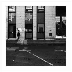 Street Life #9 (Napafloma-Photographe) Tags: 2017 fr france géographie hautsdefrance métiersetpersonnages natureetpaysages nord personnes pointscardinaux techniquephoto napaflomaphotographe photoderue photographe province streetphoto streetphotography douai