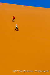 Tourists running down Dune 45, Namib-Naukluft Park, Namibia (Ulrich Münstermann) Tags: africa afrika dune45 dünen ferien hardapregion landschaft namibnaukluftpark namibia natur reise sesriem wüste daytime desert dry dunes holiday landscape landschap morning nature natuur reizen sand tourism tourist travel vakantie