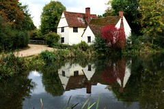 Willy Lott's house, Flatford (Peter Denton) Tags: haywain art johnconstable painter artist flatford gibbonsgatefarm history europe willylott house riverstour suffolk england eastanglia canoneos100d ©peterdenton reflection water countryside tree