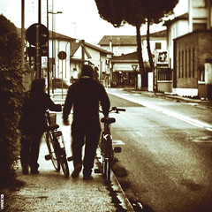 #BIKE2MARCIAPIEDE #Ravenna IMG_0254 bn_resizeA (Viabici(c) di StefanoM) Tags: viabici bike2 bicicletta bici bike bicycle cykel fahrrad street city mono bw streetphotography chiaroscuro blackandwhite italia ravenna