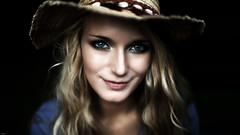 Elisa... (lichtflow.de) Tags: canon eos5dmarkiii ef50mmf14 portrait hamburg availablelight woman wow face gesicht eyes augen frau