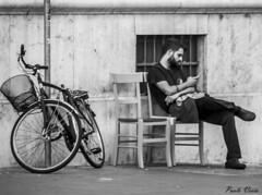 Relaxing (Pablos55) Tags: bicicletta sedie sedutopausa byke chairs sitting