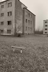 _MG_8401 (daniel.p.dezso) Tags: kiskunlacháza kiskunlacházi elhagyatott orosz szoviet laktanya abandoned russian soviet barrack urbex ruin park bench military base militarybase