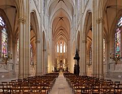 Basilique Sainte-Clotilde - Paris (hervétherry) Tags: france iledefrance paris 75007 architecture canon eos 7d 1022 basilique sainteclotilde nef choeur transept pilier arche pose longue mineure religieux gothique vitrail vitraux