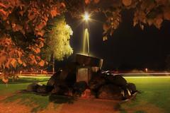 Fontänkonst i Skutskär (Annica Spjuth) Tags: fotosondag 171001 konst fontän skutskärsbruk kvälliskutskär höstkväll