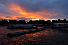Sunset at River Thames (Juliotrlima) Tags: sunset riverthames riotamisa london londres europa europe reinounido unitedkingdom inglaterra england vacation goodvives férias canon markiii 2470