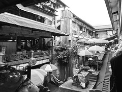 Ubud Traditional Art Market, Bali (Guly_Julien) Tags: street building old tradition market mercato ubud bali indonesia strada life black withe bianco e nero asia travelling road
