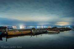 BARQUES AL DELTA (juan carlos luna monfort) Tags: barcas nocturna deltadelebro nikond7200 irix15 largaexposicion nubes nublado