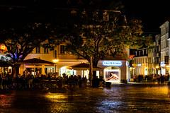 Calzedonia (George Plakides) Tags: saarbrücken germany st johanner market stjohannermarket night square people eating restaurants