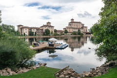 20170831-154211 (fritzmb) Tags: colorado coloradosprings event keyword northamerica place source sourcefritzmb usa building descriptor hotel lake landscape nature public structure vacation water