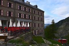 La Montagne en rouge - Mountains in red (CHAM BT) Tags: hotel granit volet rouge batiment imposant train terrasse meleze cremaillere shutter red solid terrace larch rackandpignon