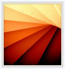SOUS L ESCALIER.......'EXPLORE ' (Marie-Laure Larère) Tags: escalier marche explore