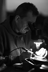 Bart, reworking a SHA2017 Badge (dvanzuijlekom) Tags: 2017 august badge bartvanderveer canonef85mmf12lii canoneos5dmarkiii microscoop microscope nulderpad sha2017 scoutinglandgoedzeewolde shootallthehackers soldeerbout soldering solderingiron thenetherlands zeewolde