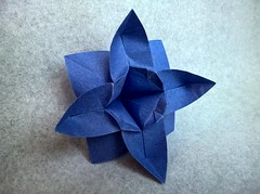 Flower (F. Guarnieri) (Helyades) Tags: origami fleur flower guarnieri papier paper carré square soie tissue pli pliage fold vegetal