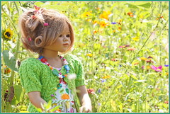 Jinka ... (Kindergartenkinder) Tags: grugapark essen gruga kindergartenkinder annette himstedt dolls jinka garten blume
