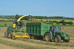 John Deere 7550 SPFH filling a Thorpe Trailer drawn by a John Deere 6930 Tractor (Shane Casey CK25) Tags: john deere 7550 spfh filling thorpe trailer drawn 6930 tractor kildorrery county cork ireland irish farm farmer farming contractor silage grass silage2017 silage17 2017 17 grass17 grass2017 land field machinery machine horse power horsepower hp pull pulling nikon d7100 self propelled forage harvester agriculture agri ciągnik crops tracteur traktor traktori trekker trator work working jd green