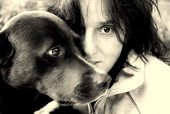 friendship... (joachim.d.) Tags: duke dog hund hundeportrait frau gesicht sw friendship freunde freundschaft