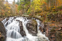 Autumn at Black Linn (Pureo) Tags: blacklinn falls water autumn autumnal riverbraan perthshire scotland canon canon6d
