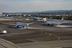 XWB X2 (Rich Snyder--Jetarazzi Photography) Tags: asianaairlines asiana aar oz chinaairlines dynasty cal ci airbus a350 a350900 a350941 a359 hl8078 b18903 arriving arrival departure departing sanfranciscointernationalairport sfo ksfo millbrae california ca airplane airliner aircraft jet plane jetliner ramptowera rcta atower