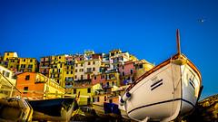 Barca en Vernazza, Cinque Terre (pepoexpress - A few million thanks!) Tags: nikon nikkor d750 nikond750 nikond75024120f4 24120mmafs pepoexpress vernazza italy liguria skylinearchitecture sky boats city cityscape