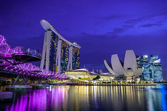 Marina Bay Sands (martinsilvestri90) Tags: brücke bridghe sky marina bay sands singapur singapore long time exposure night city blue hour blaue stunde architekture stadt hochhaus skyscraper nikon d5300 river fluss wasser meer luis vuitton