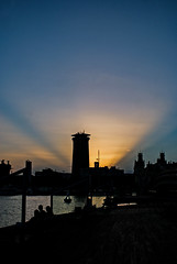 ... L'hora blava ... (Lanpernas 3.0) Tags: barcelona catalunya bcn rambladelmar atardecer rascacielos skycraper sunset sombras shades