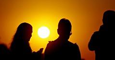 Silhouettes (portalealba) Tags: sorrento italia nápoles portalealba pentax pentaxk50 people sol sunset atardecer