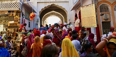 Indian Colors (Alex L'aventurier,) Tags: pushkar india inde religion colours colors people crowd street rue urbain urban rajasthan hindu hindouisme hinduism ghat women scree sari arches arcs