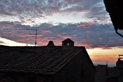 Дрожь (Milan Korenev) Tags: sunset clouds cloudscape rooftop shadow orange glow dusk evening autumn sky village architecture urban red blue