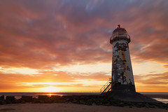 Sunset at Point of Ayr Lighthouse, Talacre. (G-WWBB) Tags: pointofayr lighthouse talacre talacrebeach wales northwales pointofayrlighthouse sunset sunlight sunshine sunglow orangesky red beach redsky