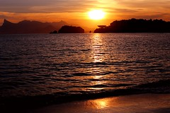 Icaraí Beach (Julio Pinon) Tags: 80d sunset sun sea mar beach praia icarai niterói errejota riodejaneiro brazil brasil