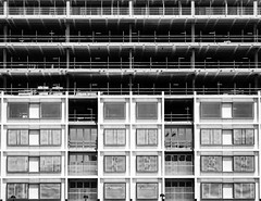 IMG_2769 (creativerios) Tags: england london architect city building skyscraper glass window blackandwhite texture construction outdoor daytime monochrome