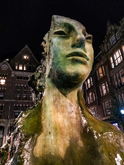 Bronze fountain on Rokin, Amsterdam (lijn) Tags: mycity igersholland rokin art amsterdamvibe outdoor thenetherlands gramthedam streetlife getoutside neverstopexploring autumn oneplus3 fall night igersnetherlands followthelight amsterdambynight oogvoornoordholland stadinbeeld hollandnetherland igersamsterdam amsterdam amstergram noordholland netherlands nl street streetphotography friendsinstreets capturestreets citylife