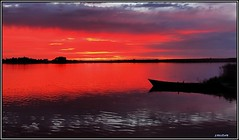 Un tiempo atrás... (Jose Roldan Garcia) Tags: colores cielo humedal horizonte ocaso luz libre libertad laguna villafranca biodiversidad belleza barcas nubes naturaleza natural aire atardecer agua momentos