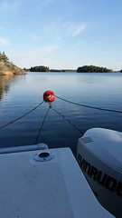 Förtöjd (Dencku) Tags: hav meri sea saaristo skärgård archipelago båt vene boat ankkurissa moor sommar kesä summer flipper flipper620 evinrude