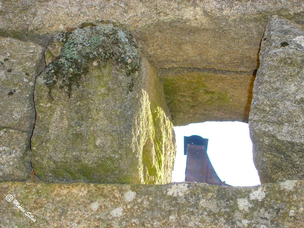 Águas Frias (Chaves) - ... janela para a cheminé  ...